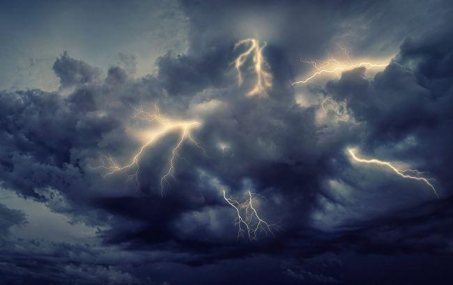 Грозовые дожди с градом и шквалы: в Украине разгуляется непогода