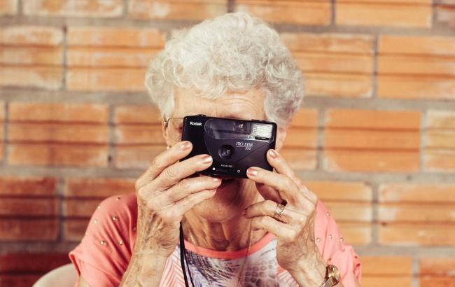 Фото: Старість (unsplash.com/Tiago Muraro)