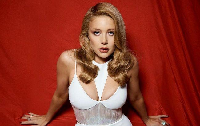 Найкрасивіша жінка: Тіна Кароль приголомшила мережу розкішним бюстом у відвертому вбранні