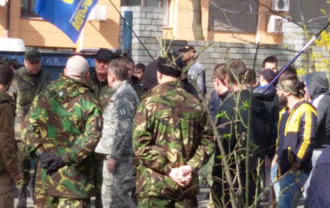 Боевики Коломойского захватили суд в Днепропетровске