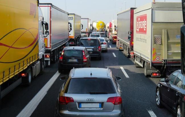 Фото: Автомобили на дороге (pixabay.com/Gellinger)