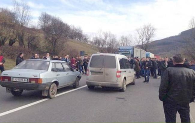 Фото: Трасу Київ-Чоп блокували (zak-kor.net)
