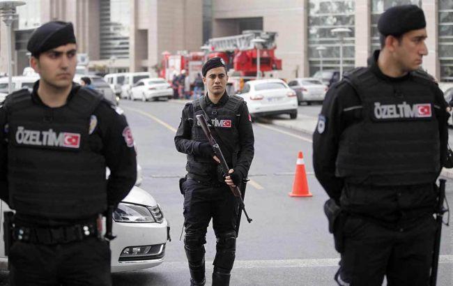 Фото: власти Турции уволили тысячи полицейских и сотни военных