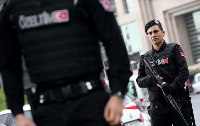 Фото: турецька поліція заарештувала підозрюваного у справі про вбивство Карлова