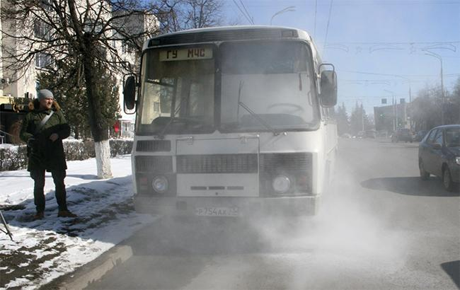 У Росії співробітники МНС їхали перевіряти ТЦ, але їх автобус загорівся (відео)