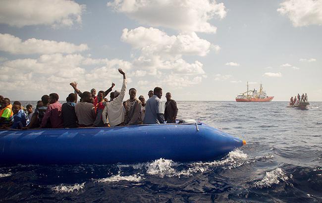 Фото: спасение африканских беженцев (twitter.com/MSF_Sea)