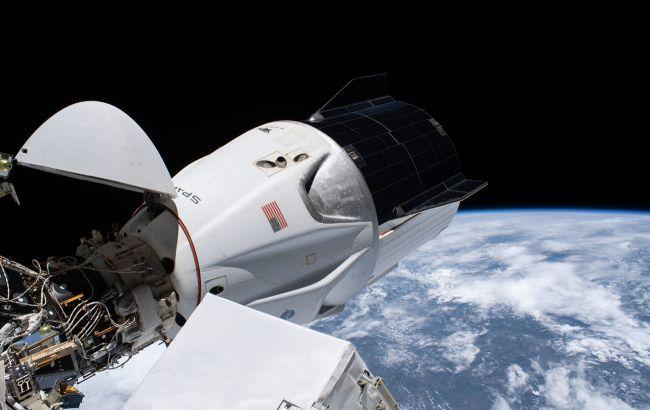 Освободил место. Корабль SpaceX впервые перестыковался с МКС