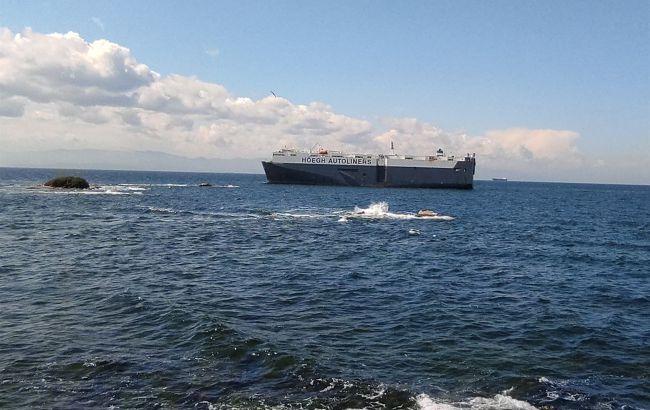 У берегов Стамбула село на мель 180-метровое судно
