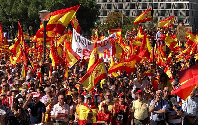 У Барселоні тисячі людей вийшли на мітинг проти незалежності Каталонії
