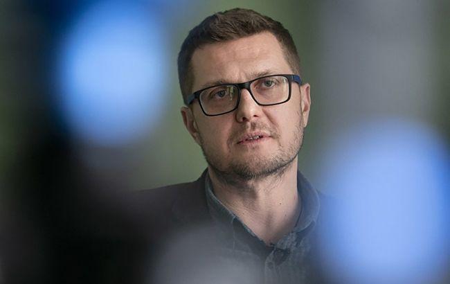 Баканов отказался прояснить ситуацию с гражданством жены