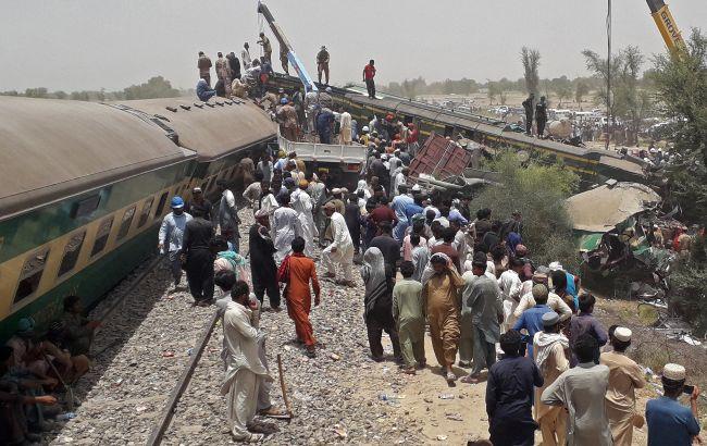 Аварія потягів у Пакистані: кількість жертв перевищила 60 людей