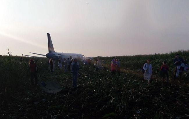 Кількість потерпілих в аварійній посадці літака в РФ перевищило 70 осіб