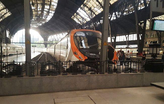 ВБарселоне поезд наскорости врезался вплатформу вокзала, есть пострадавшие