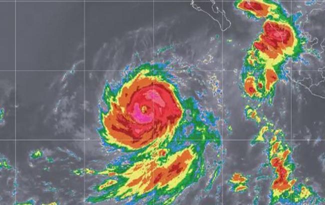 """У Тихому океані ураган """"Роса"""" досяг четвертої категорії"""