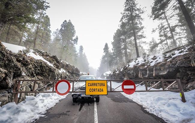 В Іспанії снігопади заблокували дороги