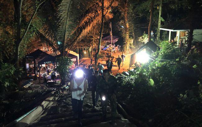 В Таиланде из пещеры эвакуированы все дети и тренер