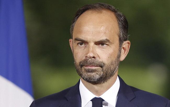 Премьер Франции объявил о приостановке роста налогов на топливо