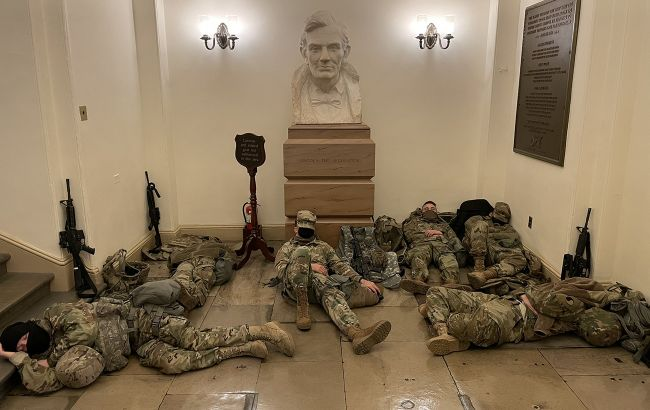 Сотни больных: среди военных, охранявших Капитолий, произошла вспышка COVID-19