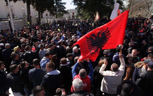В Албанії проходить багатотисячний протест