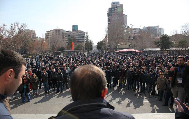Протесты в Ереване: противники Пашиняна ворвались в правительственное здание