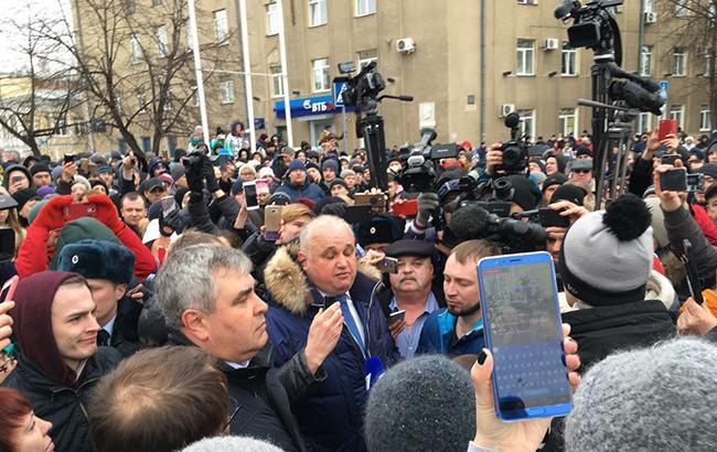 В Кемерово тисячі людей вийшли на мітинг у зв'язку з трагедією в ТЦ (відео)