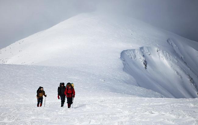 Спасатели нашли в Карпатах троих заблудившихся туристов