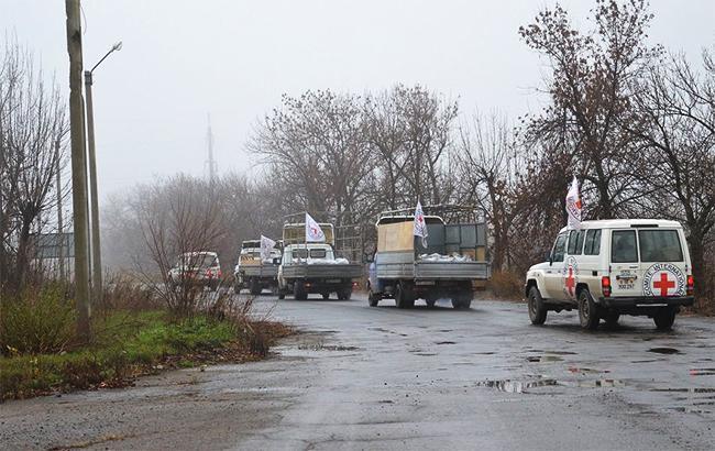 Красный Крест доставил на Донбасс 10 грузовых автомобилей с гумпомощью