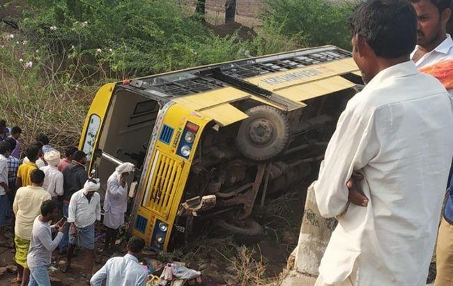 В Индии в аварии со школьным автобусом пострадали 20 человек
