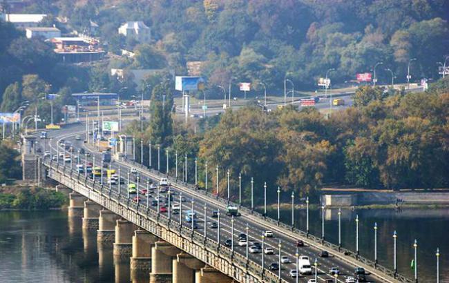 Фото: мост Патона в Киеве (twitter.com/kmda_official)