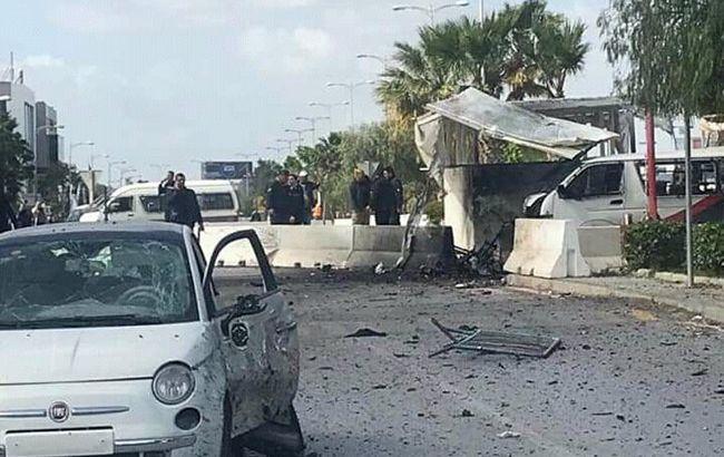 У Тунісі підірвали бомбу біля посольства США, загинув поліцейський