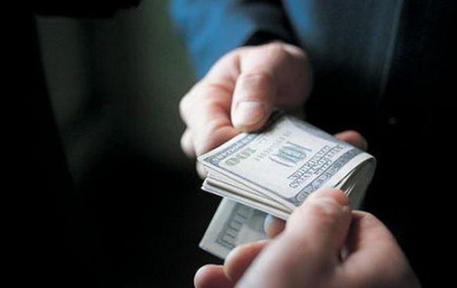 У Запоріжжі затримали на хабарі 2 тис. доларів чиновника обласної адміністрації