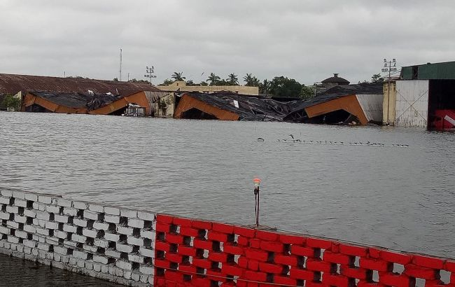 Тропічний шторм в Індії зруйнував тисячі будинків, загинули десятки людей