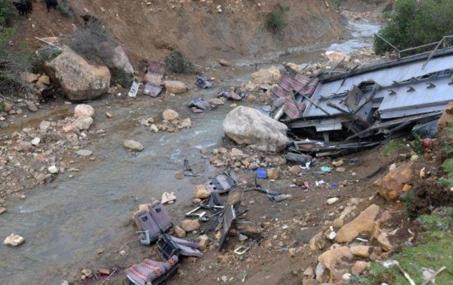 В Пакистане перевернулся автобус: 20 человек погибли, 40 получили ранения