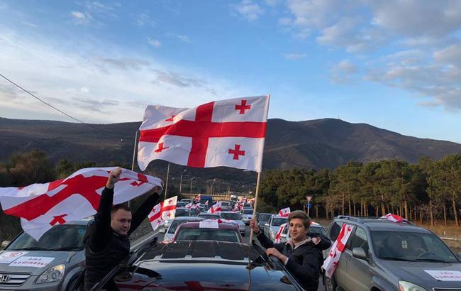 В Грузии оппозиция расставила палатки под парламентом