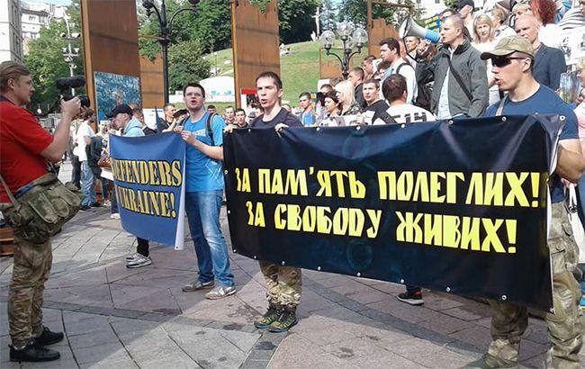Фото:акция с требованием освободить украинских политзаключенных (twitter.com-praviy_sector)