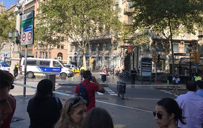 Фото: наезд на толпу в Барселоне (twitter.com r0eland)
