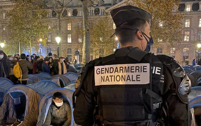 У Парижі демонтували нелегальний табір мігрантів