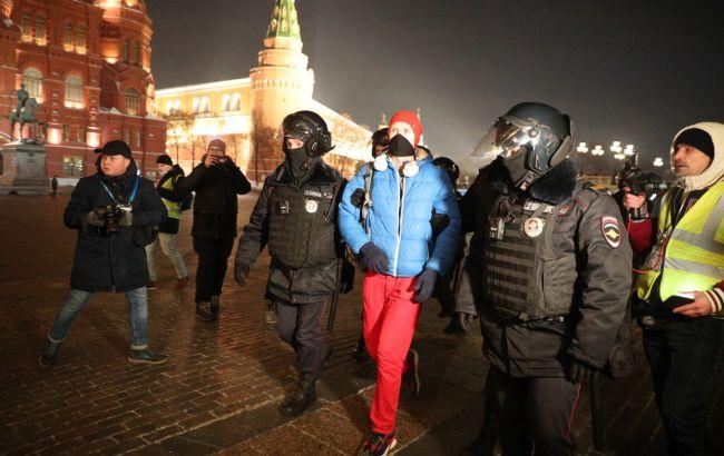 У Росії на акціях після вироку Навальному почалися затримання