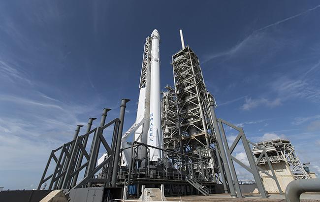SpaceX сегодня запустит ракету Falcon 9 соспутником