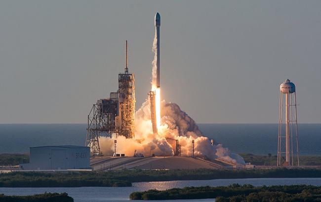 SpaceX запустила ракету Falcon 9 з супутником