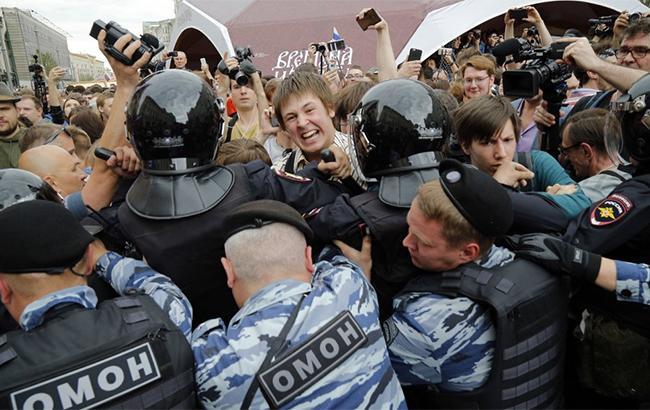 Белый дом осудил массовые задержания демонстрантов наантикоррупционных акциях вРФ