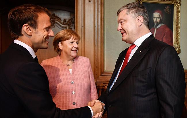 У Німеччині розпочалися тристоронні переговори Порошенка з Меркель та Макроном