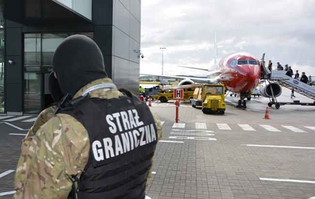 У Польщі обшукали 21 літак до Лондона через повідомлення про мінування