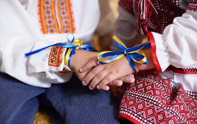 """""""Мир та війна"""": в мережі порівняли Україну і Росію на прикладі фото дітей"""