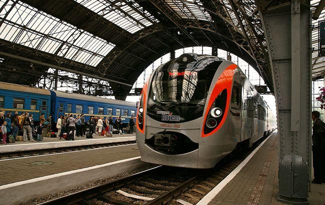 Міжнародні поїзди курсують згідно графіку, - УЗ