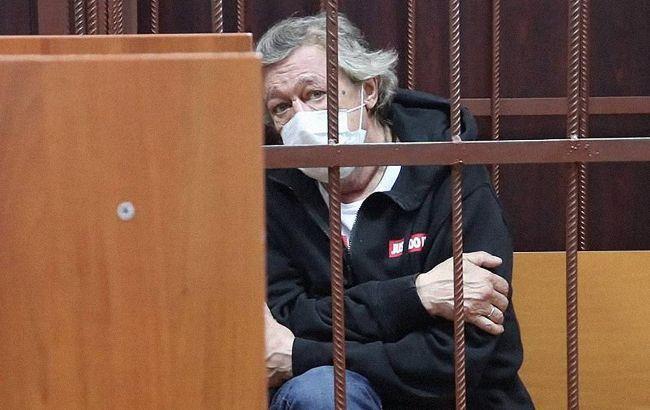 Ефремову дали 8 лет колонии: он плачет