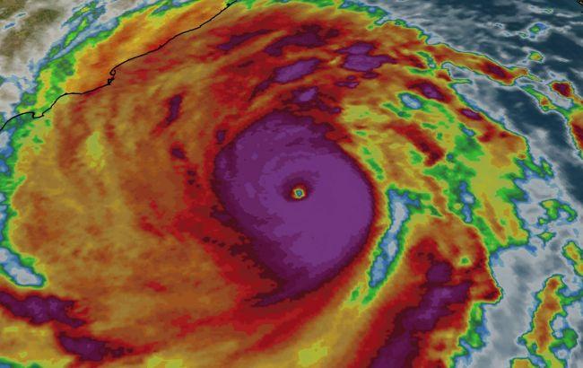 Индия в ожидании сильнейшего шторма за десятилетие: эвакуированы около миллиона людей