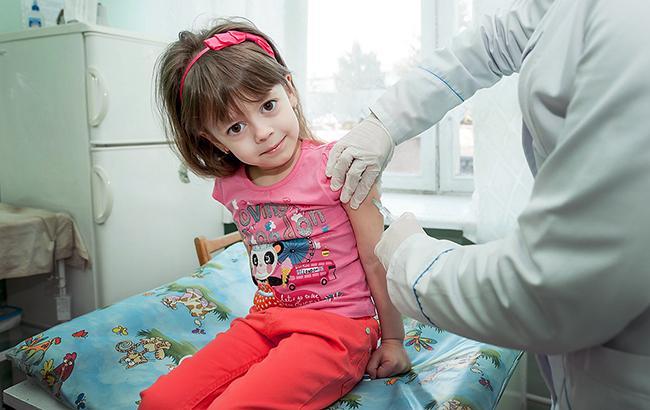 як в Україні проходить вакцинація і чому батьки бояться щеплень