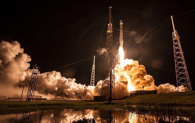 SpaceX запустила ракету Falcon 9 з десятьма супутниками