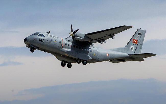 На западе Турции разбился военный самолет, пилоты погибли